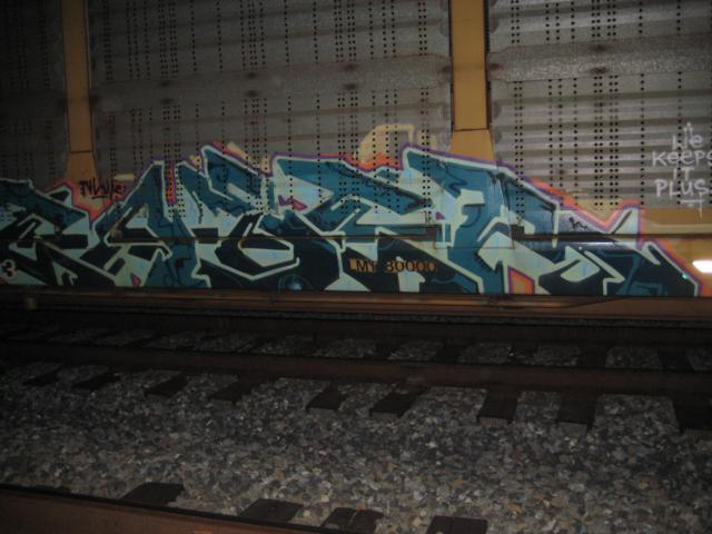 Easer.JPG.a65ca6fd5558245b8079bd8a33d13050.JPG