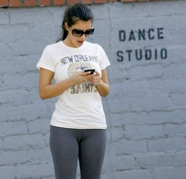 kim-kardashian-cameltoe-092408_jpg.jpg.68ec4f94589dec35aee66819c1201438.jpg
