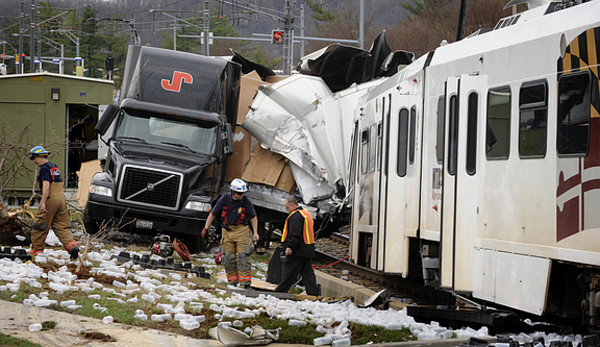 Maryland-truck-train-accident.jpg.58953af504d6a962dca425eee0cce202.jpg