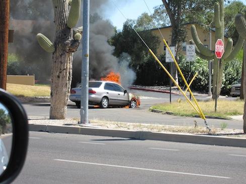 burningcar.JPG.edb5c5945f43a5b91b5c36888c9b496c.JPG