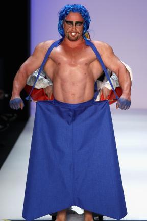 466135-weird-fashion.jpg.b599004aa2722ecfe9674b7cd4a86a32.jpg