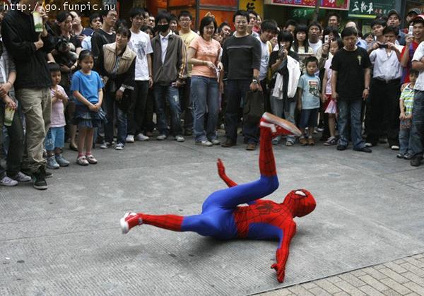 spider-man-breakdance.jpg.656af1d7c1f99f320555c1d53a48fc25.jpg