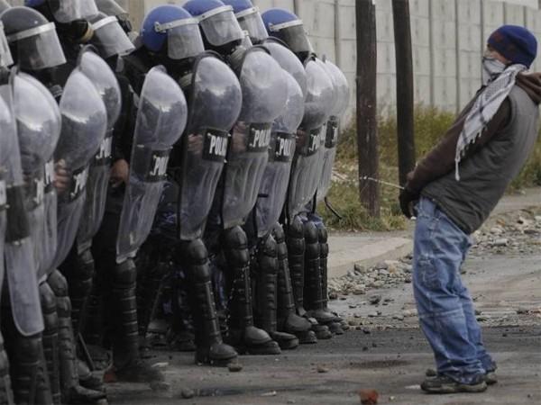 pee-on-police.jpg.4b54012324f052a41fe0e8e4fe64b831.jpg