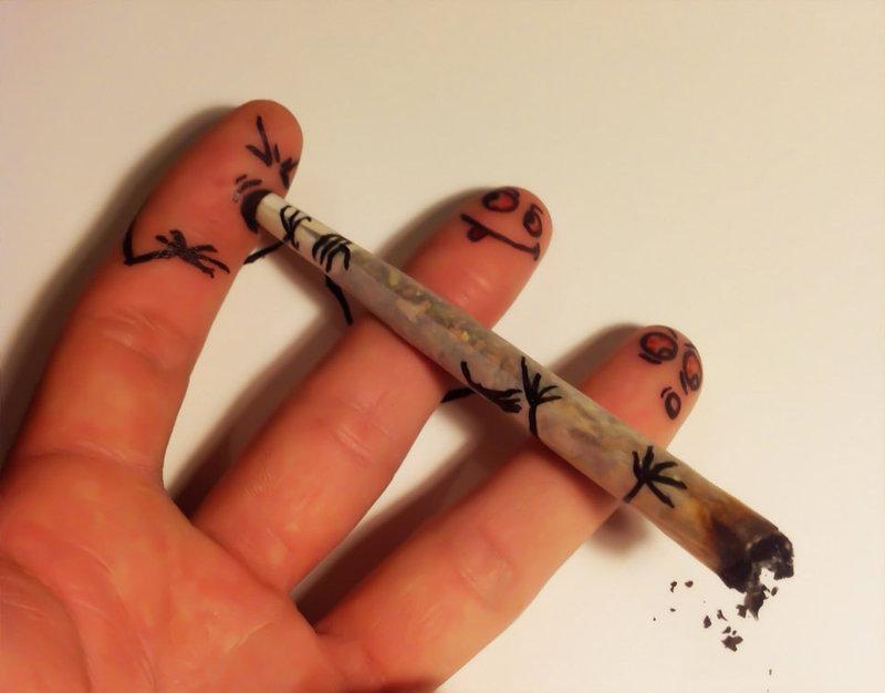 smoking_fingers_by_thechristoff-d5lzevx.jpg.55e5f9070c84231f0f5e34e4c2b9de81.jpg
