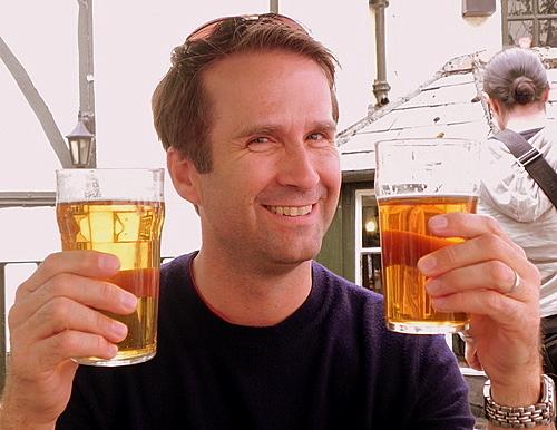Drinking-beer-at-the-Turf-Tavern-Oxford.jpg.6092419004b65b3a49b335206269d9e6.jpg
