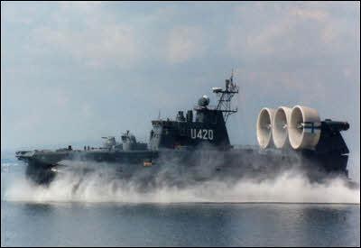 military-hovercraft.jpg.b940feca4ddb53b6e95d0594a92c303d.jpg