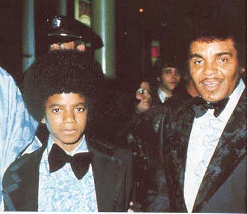 Michael-at-age-14-with-Joe-Jackson-michael-jackson.jpg.65e9d8570d1dc8ab3a4215213f539aff.jpg