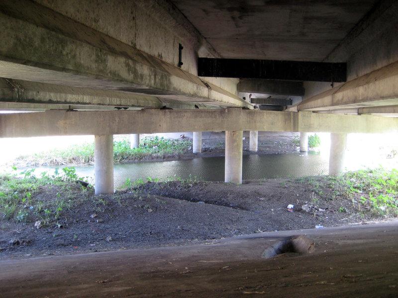 1250744382-under-the-bridge-big.thumb.jpg.4c4681fa99e7589e8abda7cfe52b6dcc.jpg