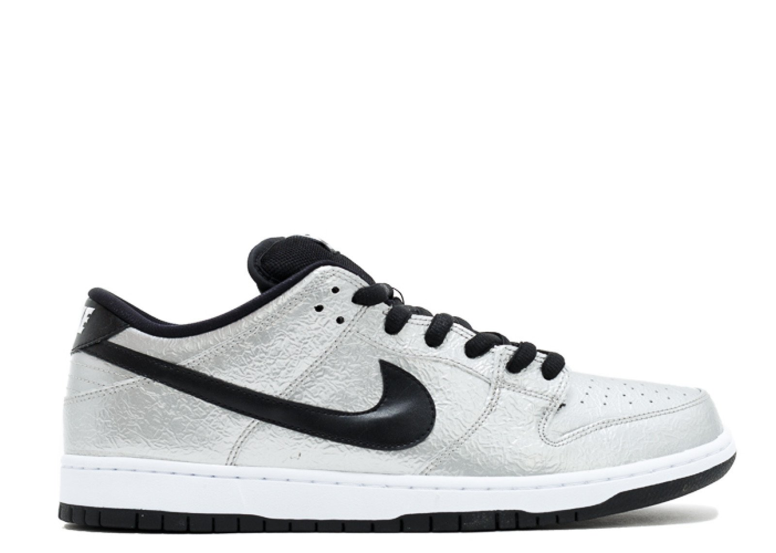 63597200492-nike-nike-dunk-low-premium-sb-cold-pizza-metallic-silver-black-white-081322_1.jpg.d7f063699bbb5500cb857ace47132657.jpg
