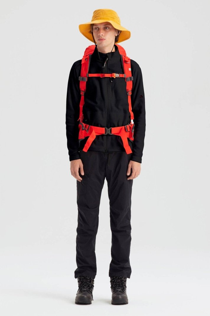 https _hypebeast.com_image_2020_02_karrimor-japan-spring-summer-2020-lookbook-007.jpg