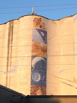 300px-Hiawatha_Avenue_Mural_at_sunset.jpg.64d2596a8f564763cd32e5443540d55d.jpg