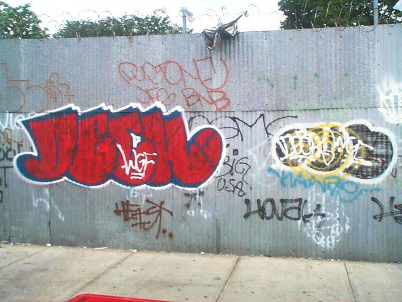 926759619_DeckDustFUSGraffiti.thumb.JPG.1ca3a3d24d0b024c46349490917ef2b8.JPG